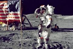 Neil Amstrong sulla superficie lunare