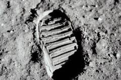L'orma del primo passo sulla Luna